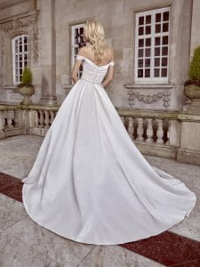 bridal gown for apple body shape