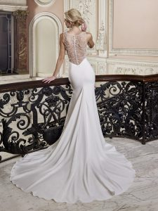 bridal gowns for athletic body shape