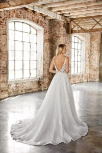 bridal gown for pear body shape